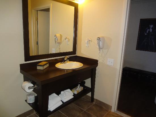 Hotel Kennedy: Salle de bain de chambre standard