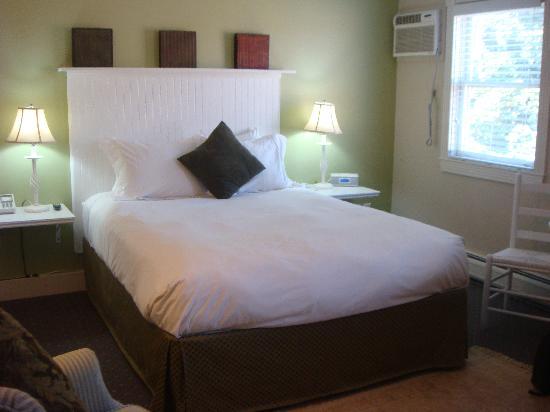 Pilgrim House: Room 303
