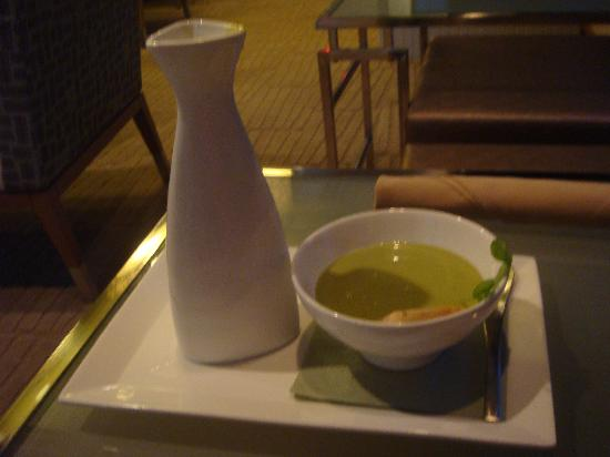Sage Inn & Lounge: Food from the lounge: Pea soup