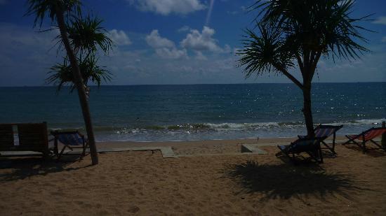 Baan Pakgasri Hideaway: Hotel beachview