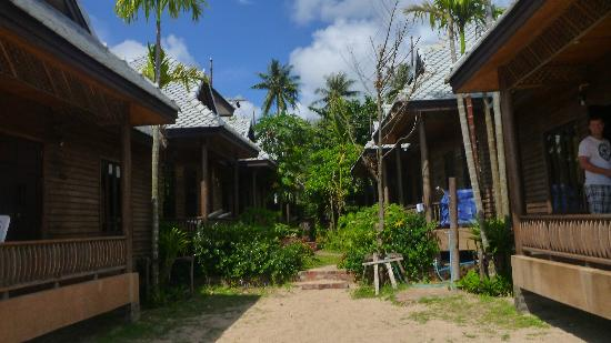 Baan Pakgasri Hideaway: View of bungalows