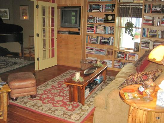 Dillon Hill Inn, B&B & Cabins: Common area