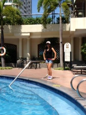 Pan Pacific Manila: My GF at the pool deck.  The pool was very clean!