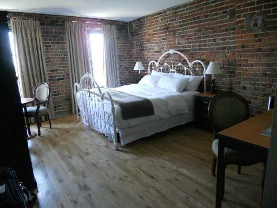 Auberge du Vieux-Port: Beautiful, and comfortable bed