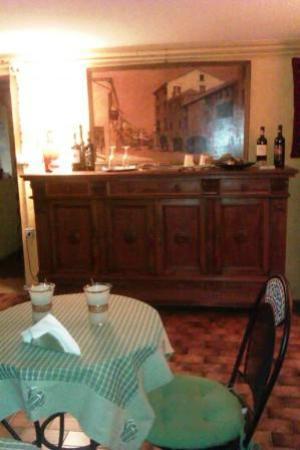 Benincasa : Dining & kitchen area