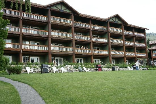 Lakeside Lodge and Suites: View from the lake