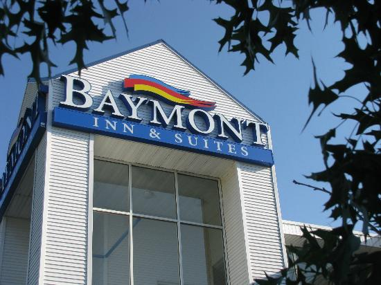 Baymont Inn & Suites Peoria: Baymont Sign