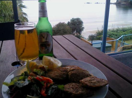 By the Bay Beachfront Apartments: Tuatua fritters,cool beer and what a view. What more could you want