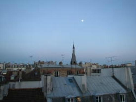 Adagio Access Paris Bastille: Single rooms face the street and this was my view