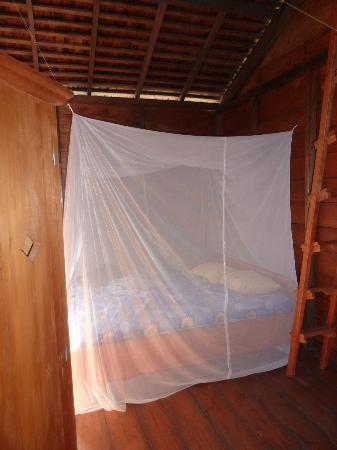 Tando Bone Resort: Bed & Netting