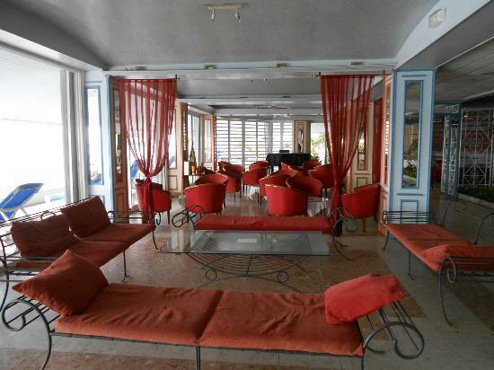 Le Beach Hôtel: Hotel lounge