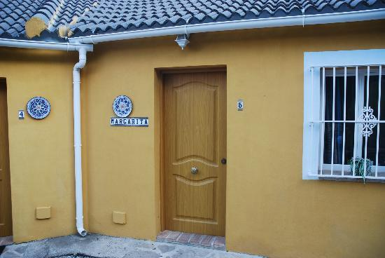 Casas Rurales Los Algarrobales: Front door of no5