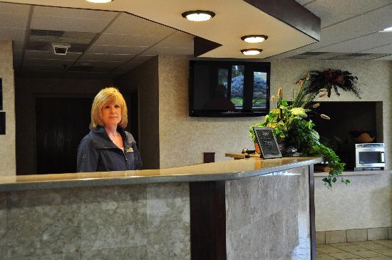 BEST WESTERN PLUS Caldwell Inn: Front Desk