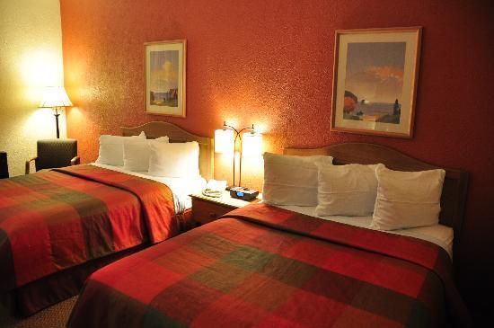 Best Western Caldwell Inn: Double Queen Beds