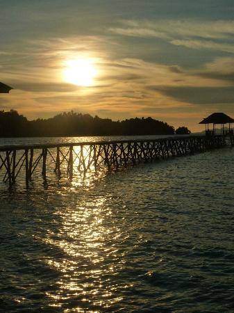 Kadidiri Paradise Dive Resort: Jetty