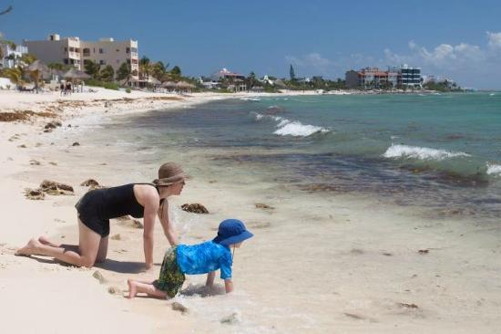 Playa Caribe: The beach right in front of the condo is great for playing in the sand.