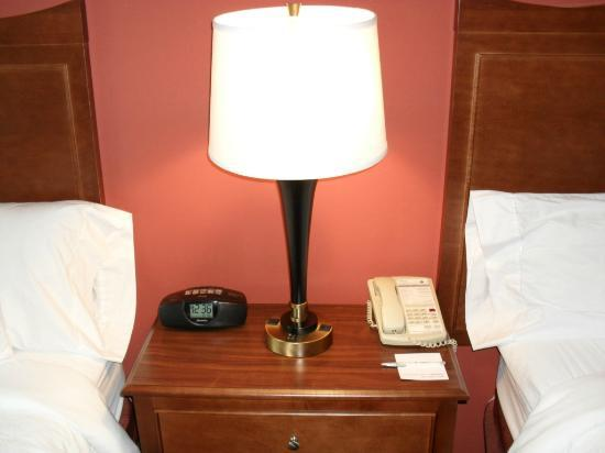 Hampton Inn Philadelphia Center City - Convention Center: Reading Lamp