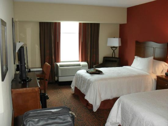 Hampton Inn Philadelphia Center City - Convention Center: Room at a glance
