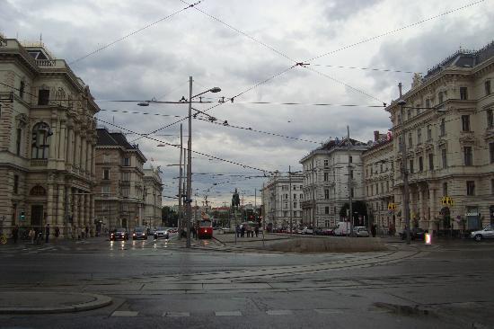 Schwarzenbergplatz: Platz