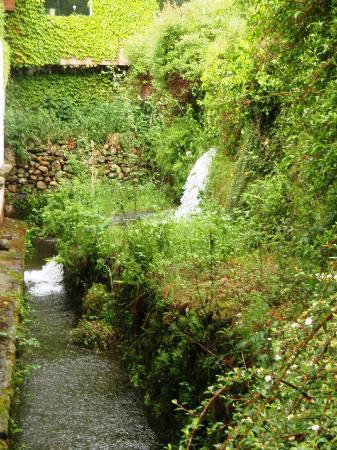 Les Forges d'Enfalits: L'une des chutes d'eau du parc