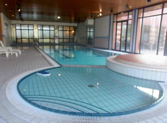 Millennium Hotel Paris Charles de Gaulle : Millennium Paris airport heated indoor swimming pool