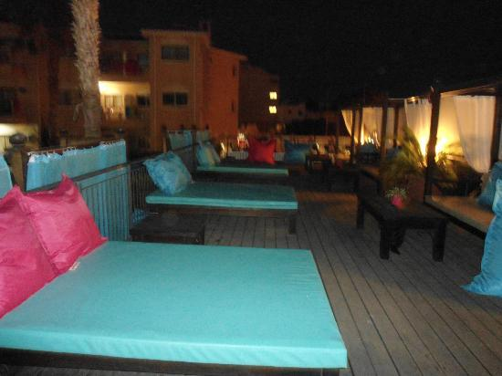 The King Jason Paphos: Terraced area - saucy 'double' sunbeds -oohh er missus