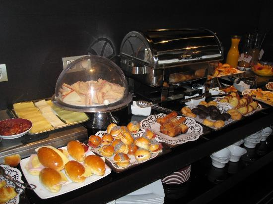 Suites Viena – Plaza de España: breakfast yummm