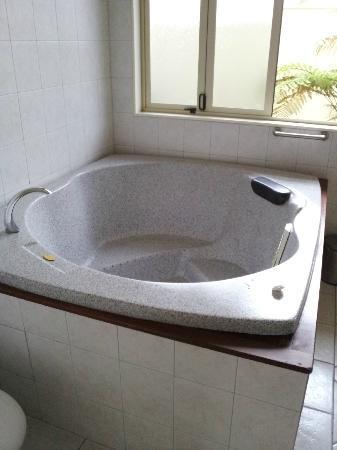 Regal Palms 5 Star City Resort: Spa bath