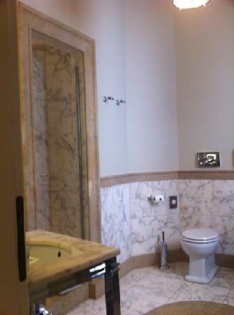 Hotel L'Orologio: bathroom