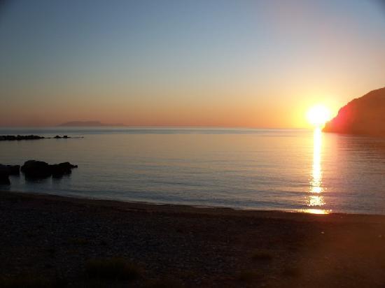 Adonis Hotel: Sunrise in Apollon Naxos