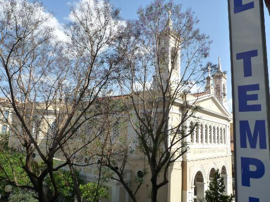 Hotel Tempi : Church and jacaranda trees