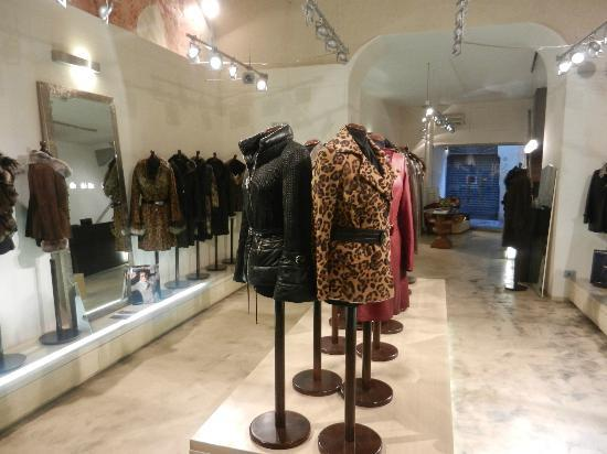 Noi Leather Wholesale and Design : show room