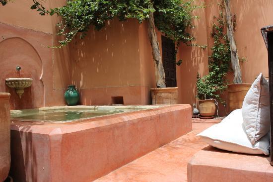 Riad Hayati: The pool