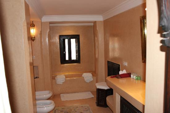 Riad Hayati: The bathroom