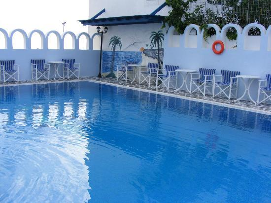 Blue Sky Hotel: Pool - small but clean