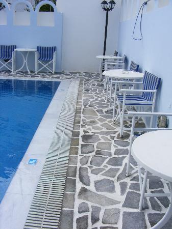 Blue Sky Hotel: Pool Area