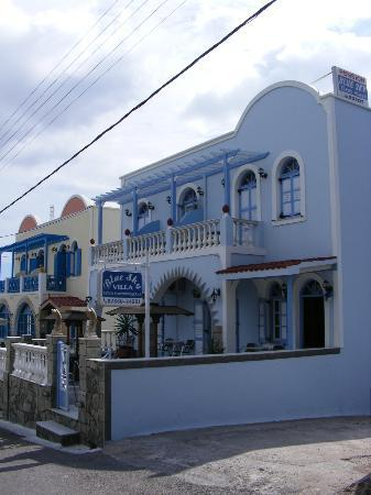 Blue Sky Hotel: The hotel from outside
