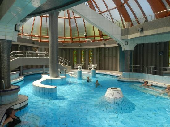 Mineral Bath Swimming Pool Park : Inside of main bath