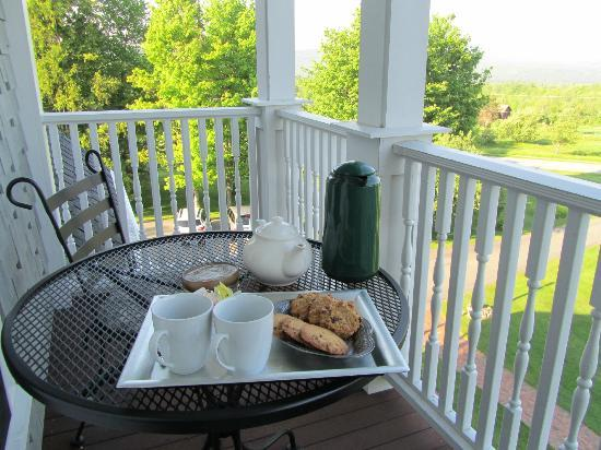 The Victorian on Sunset Hill: Tea and cookies on our private balcony!