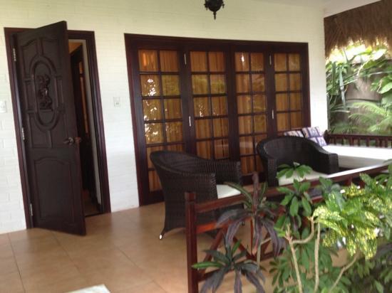 Cham Villas: Terrasse vor jedem Bungalow