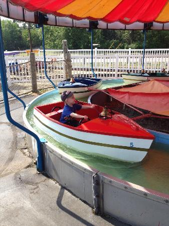 Memphis Kiddie Park: The boat ride - kids love the bell!