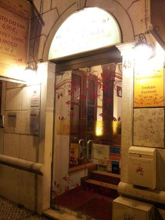 Voorkant Indiaas Restaurant Passage To India