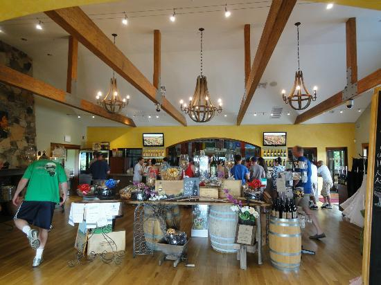 Macari Vineyards: Great room, wine tasting area