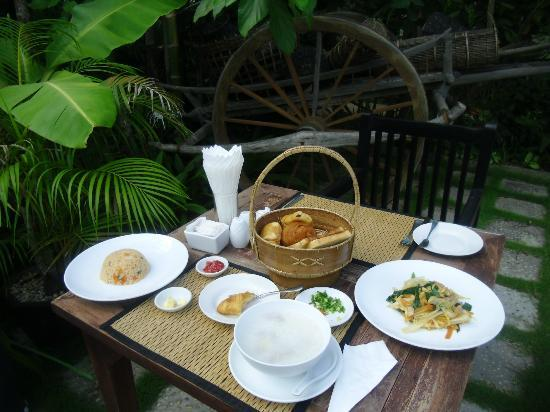 The Moon Boutique Hotel: Great breakfast! (Asian breakfast on the photo)