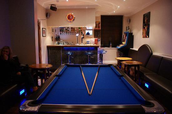 The Craimar: Bar