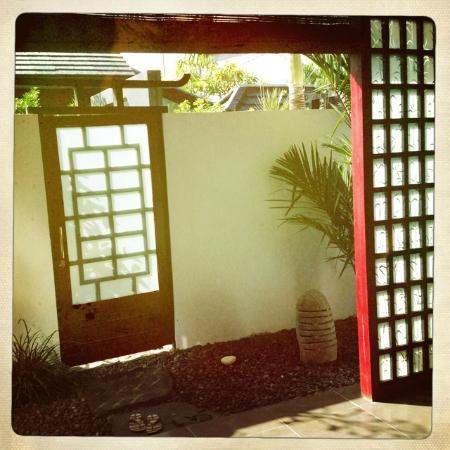 Bonsai Villas: The entrance to the hall.