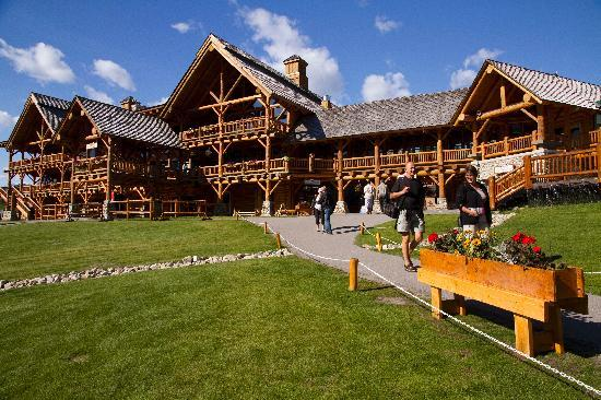 Lodge of the ten peaks lake louise restaurant reviews for Lake louise cabin rentals