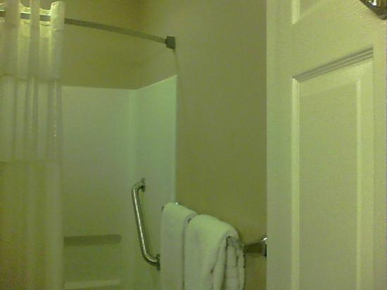 Days Inn Cedar City: shower