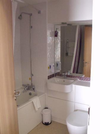 Premier Inn Oxford Hotel: Bathroom
