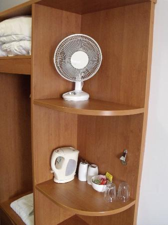 Premier Inn Oxford Hotel: fan,kettle and selection of tea & coffee.